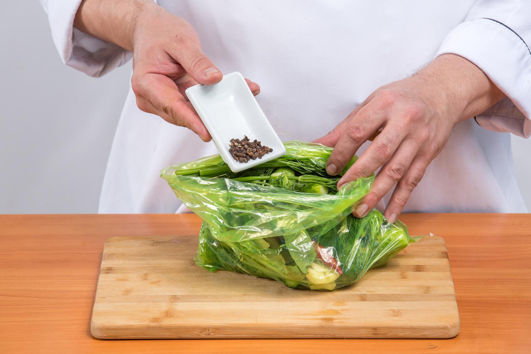 Огурцы быстрой засолки в пакете рецепт пошагово в